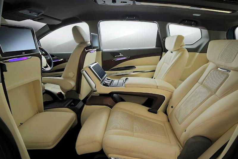 Each of the passenger gets a 7-inch touchscreen infotainment system. (Image: Mahindra)