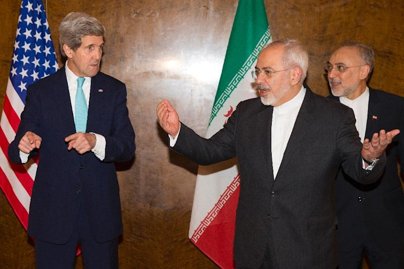 Mohammad Javad Zarif (right) with US Secretary of State John Kerry on March 2, 2015, in Montreux (AFP Photo/Evan Vucci)