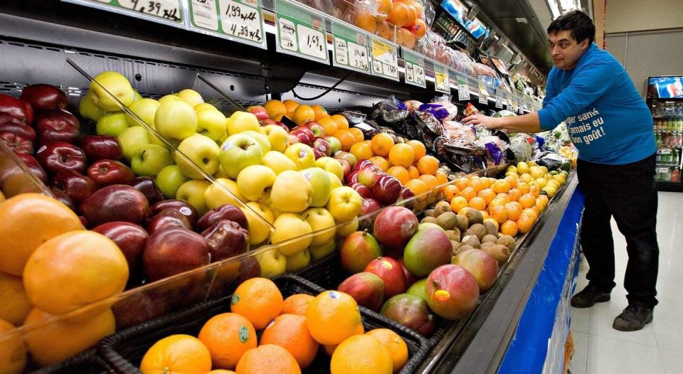 """<span class=""""caption"""">Canadian grocery-store workers earn low wages compared to their counterparts in Sweden. Why? </span> <span class=""""attribution""""><span class=""""source"""">THE CANADIAN PRESS/Jacques Boissinot </span></span>"""