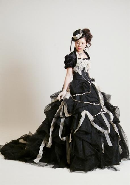 "<div class=""caption-credit"">Photo by: Weddingdressfantasy.com</div><p> Steampunk gown: $975. </p>"