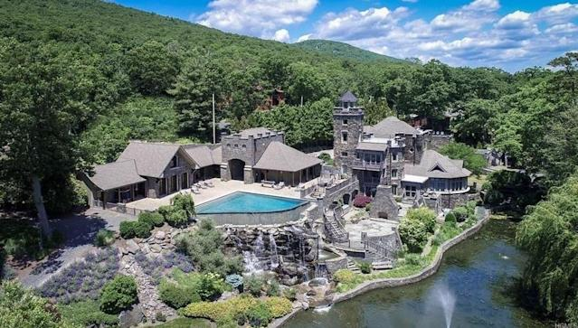 Derek Jeter lists his New York castle (Yes, CASTLE) for $14.75 million, stands to make a huge profit