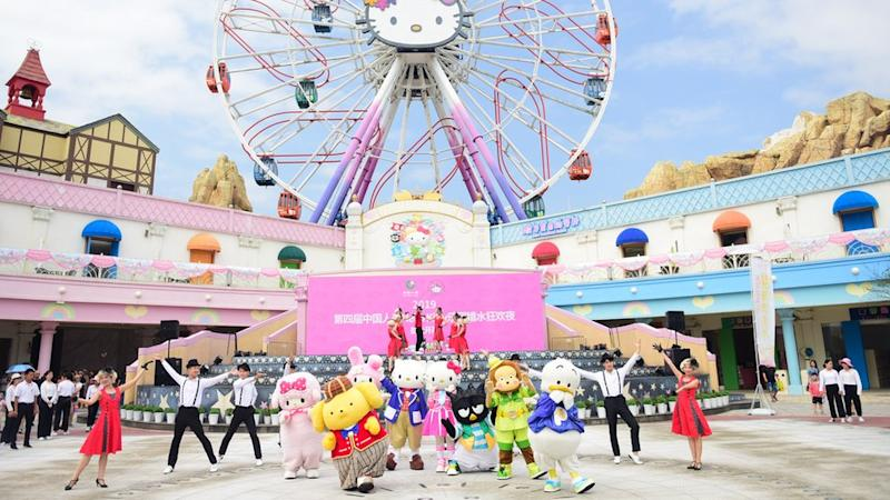 Employees perform at Hello Kitty Park in China