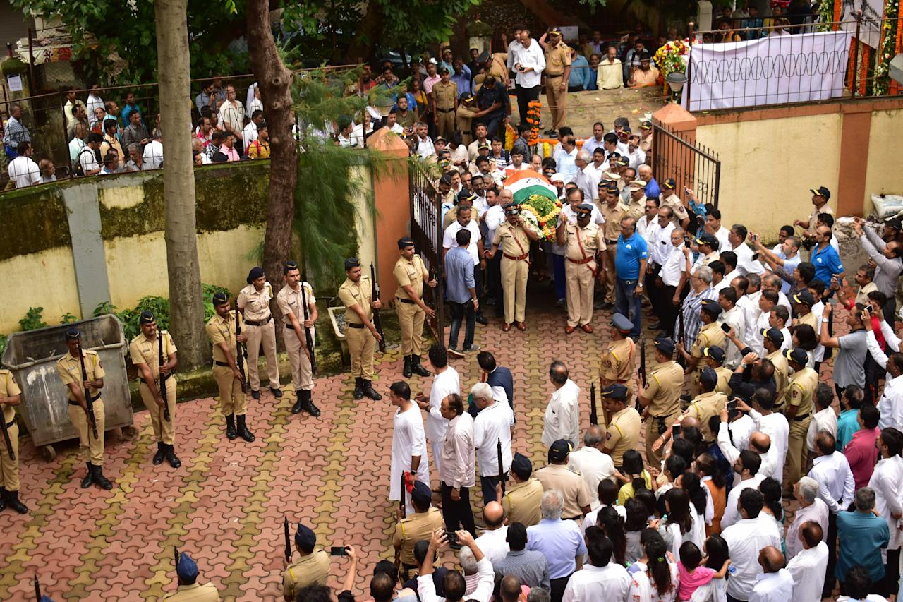 <p>Cricketers and family members pay their last respects to former Indian captain Ajit Wadekar, who passed away after a prolonged illness in Mumbai. </p>