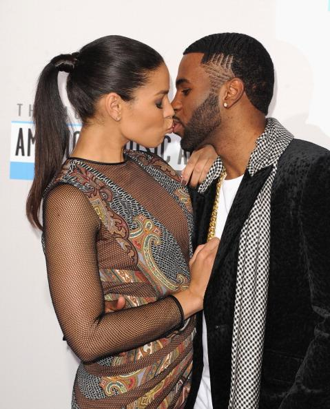 Jordin Sparks and Jason Derulo share a kiss on the 2012 American Music Awards red carpet
