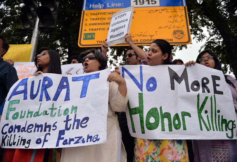 "Pakistani human rights activists protest in Islamabad against so-called ""honour"" killings"