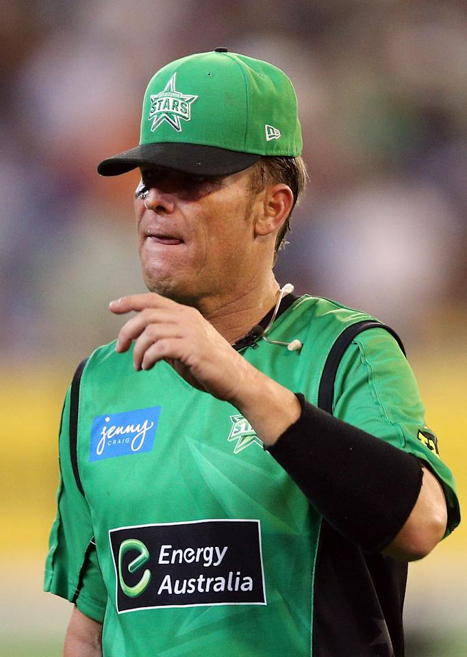 MELBOURNE, AUSTRALIA - JANUARY 06:  Shane Warne of the Melbourne Stars walks off after losing the Big Bash League match between the Melbourne Stars and the Melbourne Renegades at Melbourne Cricket Ground on January 6, 2013 in Melbourne, Australia.  (Photo by Michael Dodge/Getty Images)