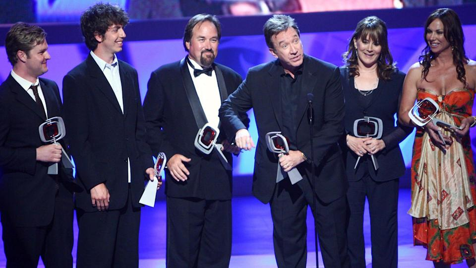 """UNIVERSAL CITY, CA - APRIL 19:  Actors (L-R) Zachary Ty Bryan, Taran Noah Smith, Richard Karn, Tim Allen, Patricia Richardson, and Debbe Dunning accept the fan favorite award for """"Home Improvement"""" at the 7th Annual TV Land Awards held at Gibson Amphitheatre on April 19, 2009 in Unversal City, California."""