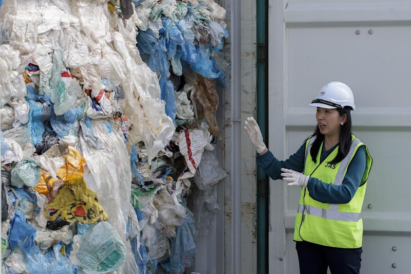 Malaysia's minister of energy, science, technology, environment and climate change Yeo Bee Yin shows plastics waste shipment from Canada before sending back to the country of origin in Port Klang on May 28, 2019. (Photo: Anadolu Agency via Getty Images)