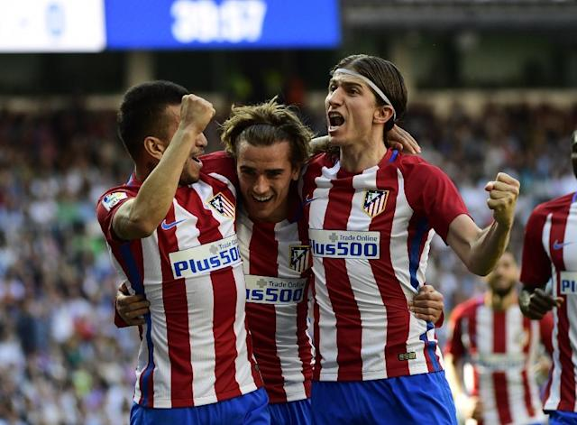 Atletico Madrid's forward Antoine Griezmann (C) celebrates with midfielder Angel Correa (L) and defender Filipe Luis after scoring a goal during the Spanish league football match against Real Madrid on April, 8, 2017 (AFP Photo/PIERRE-PHILIPPE MARCOU)