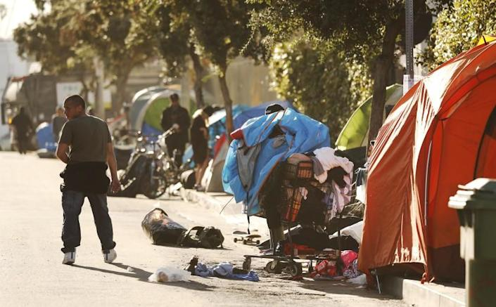 VENICE, CA - JANUARY 30, 2020 Homeless people living on 3rd avenue near Rose Avenue in Venice prepare for a scheduled clean up. We are talking to homeless people in Venice about enforcement of sidewalk sleeping rules. (Al Seib / Los Angeles Times)