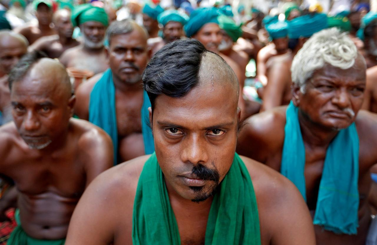<p>Farmers from the southern state of Tamil Nadu pose half shaved during a protest demanding a drought-relief package from the federal government, in New Delhi, India April 3, 2017. REUTERS/Cathal McNaughton </p>