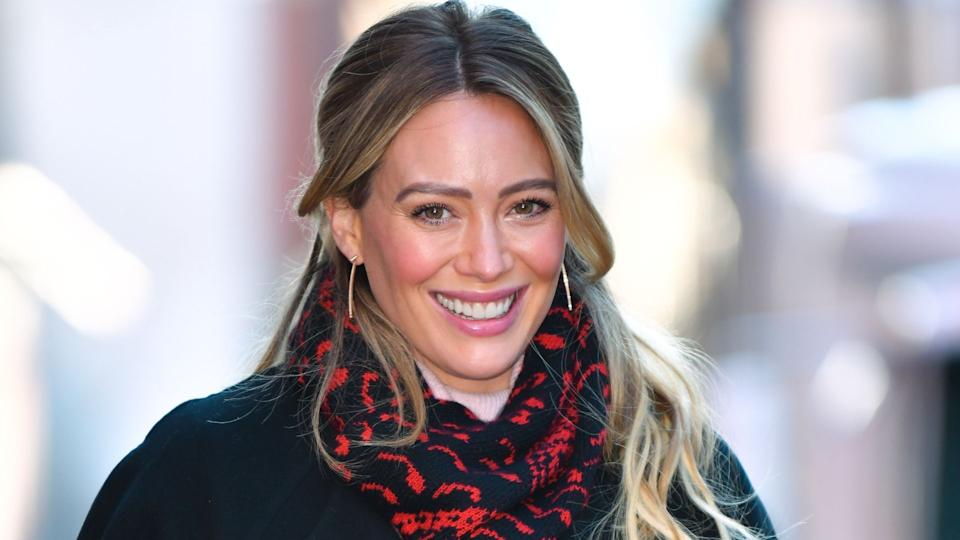 Hilary Duff wore the coziest pair of Allbirds wool runner fluff sneakers. (Image via Getty Images)