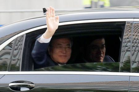 South Korean President Moon Jae-in waves from his convoy as he leaves the Presidential Blue House for the inter-Korean summit in Seoul, South Korea, April 27, 2018. REUTERS/Jorge Silva