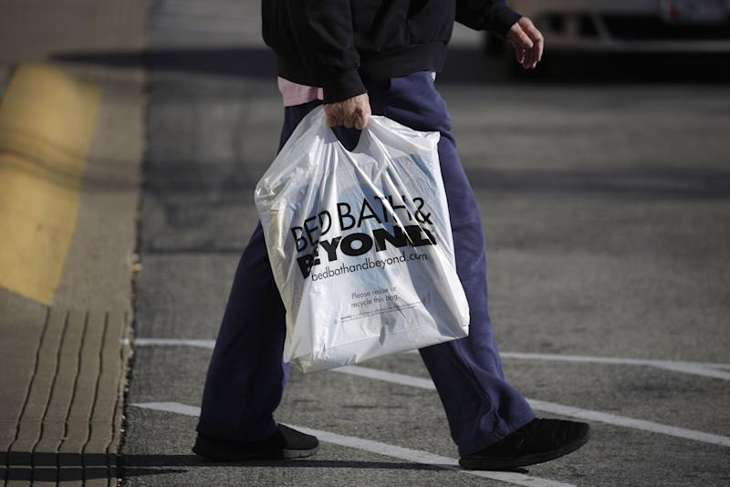 Bed Bath & Beyond plunges after withdrawing its forecast