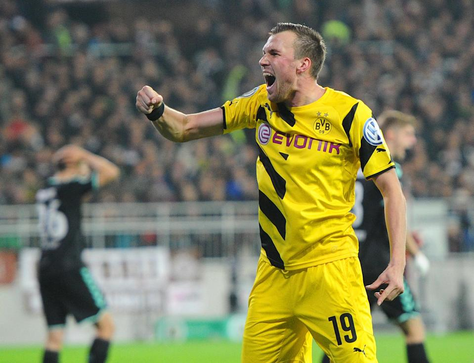 Dortmund's Kevin Grosskreutz celebrates scoring a goal during their German Cup match against St Pauli, in Hamburg, northern Germany, on October 28, 2014 (AFP Photo/Daniel Bockwoldt)