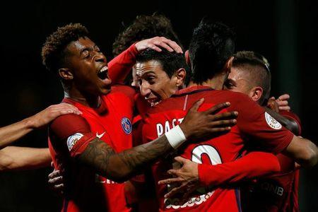 Football Soccer - SCO Angers v Paris St Germain - French Ligue 1 - Raymond Kopa Stadium, Angers, France - 14/04/2017 Paris St Germain's Angel Di Maria celebrates with teammates after scoring. REUTERS/Stephane Mahe TPX IMAGES OF THE DAY