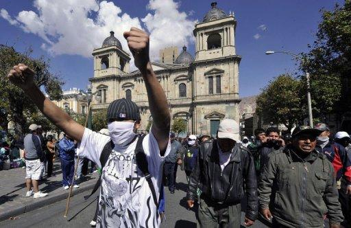 Bolivian policemen on strike march in La Paz. Police in Bolivia vowed Sunday to press on with a four day old mutiny, spurning a pay deal struck by the government and union leaders, as President Evo Morales accused the opposition of plotting a coup