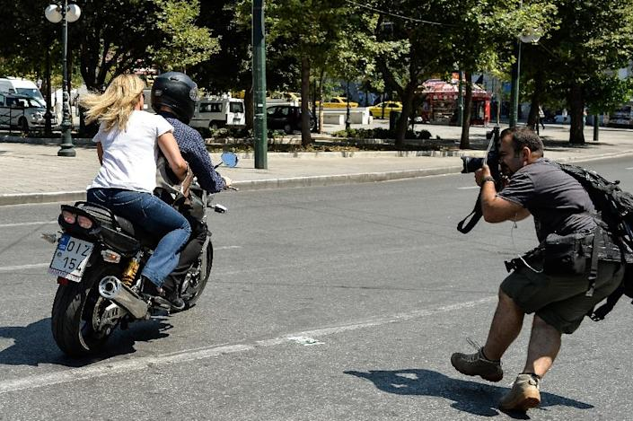 Yanis Varoufakis and his wife Danae Stratou speed away from the finance ministry on July 6, 2015 (AFP Photo/Andreas Solaro)