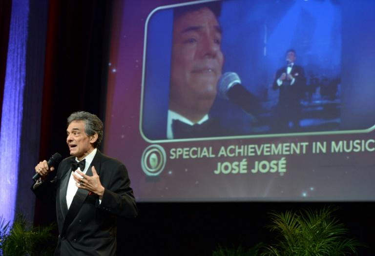 Mexican crooner Jose Jose accepts a special achievement award at the 2013 'Latinos de Hoy' ceremony in Los Angeles (AFP Photo/Chris Weeks)