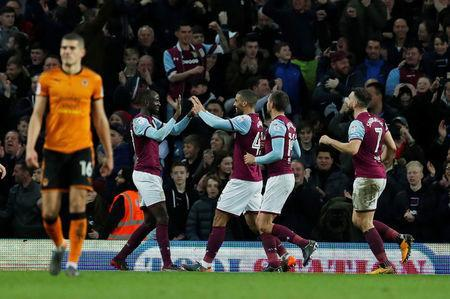 Soccer Football - Championship - Aston Villa vs Wolverhampton Wanderers - Villa Park, Birmingham, Britain - March 10, 2018 Aston Villa's Lewis Grabban celebrates scoring their third goal Action Images/Andrew Couldridge