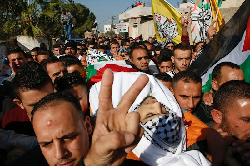 Mourners carry the body of Mohamed Amin, a Palestinian man who was killed after carrying out a stabbing attack on an Israeli soldier, during his funeral in the village of Beit Ula, near Hebron in the Israeli occupied West Bank, on December 16, 2017 (AFP Photo/HAZEM BADER)