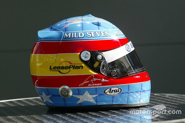 "Casco de Fernando Alonso en 2004 <span class=""copyright"">LAT Images</span>"