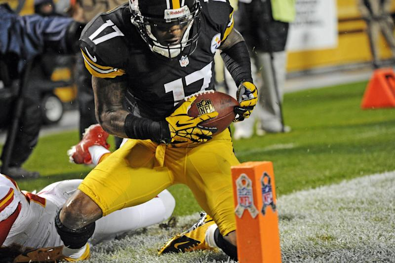 Pittsburgh Steelers wide receiver Mike Wallace (17) gets up in front of Kansas City Chiefs cornerback Brandon Flowers, left, after making a catch for a touchdown in the second quarter of an NFL football game, Monday, Nov. 12, 2012, in Pittsburgh. (AP Photo/Don Wright)