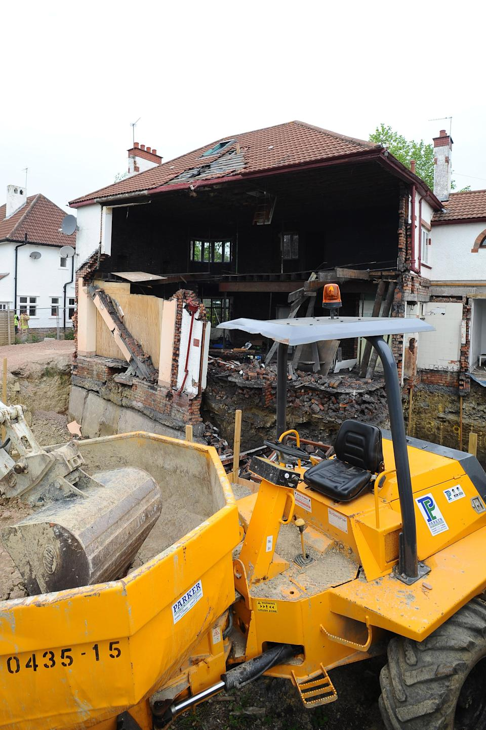 Builders work on the destroyed house (WNS)