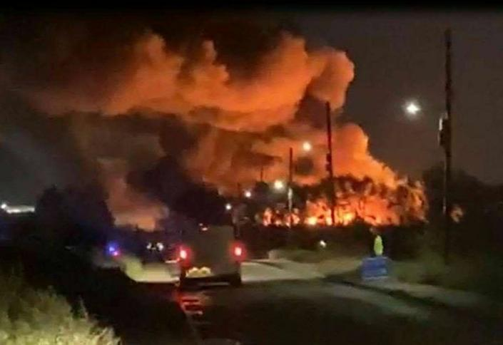 Witnesses took to Twitterto post images of the devastating fire (Twitter)