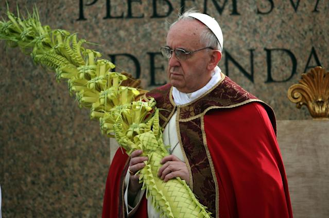 VATICAN CITY, VATICAN - MARCH 24: Pope Francis delivers his blessing to the palms and to the faithful gathered in St. Peter's Square during Palm Sunday Mass on March 24, 2013 in Vatican City, Vatican. Pope Francis lead his first mass of Holy Week as pontiff by celebrating Palm Sunday in front of thousands of faithful and clergy. The pope's first holy week will also incorporate him washing the feet of prisoners in a youth detention centre in Rome next Thursday, 28th March. (Photo by Christopher Furlong/Getty Images)