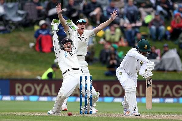DUNEDIN, NEW ZEALAND - MARCH 11: BJ Watling (L) and Jimmy Neesham of New Zealand unsuccessfully appeal for the dismissal of JP Duminy of South Africa during day four of the First Test match between New Zealand and South Africa at University Oval on March 11, 2017 in Dunedin, New Zealand. (Photo by Dianne Manson/Getty Images)