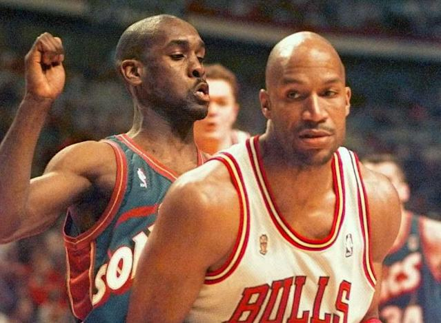 It was just like old times for Gary Payton and Ron Harper when they sat down to help kids make Valentines. (JEFF HAYNES/AFP/Getty Images)