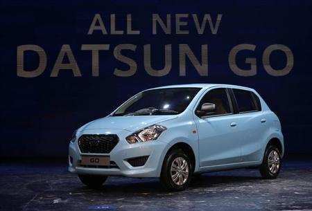 <p>Datsun Go; Price Range: Rs 3.29 to 4.24 lakh; Mileage: 20 kmpl </p>