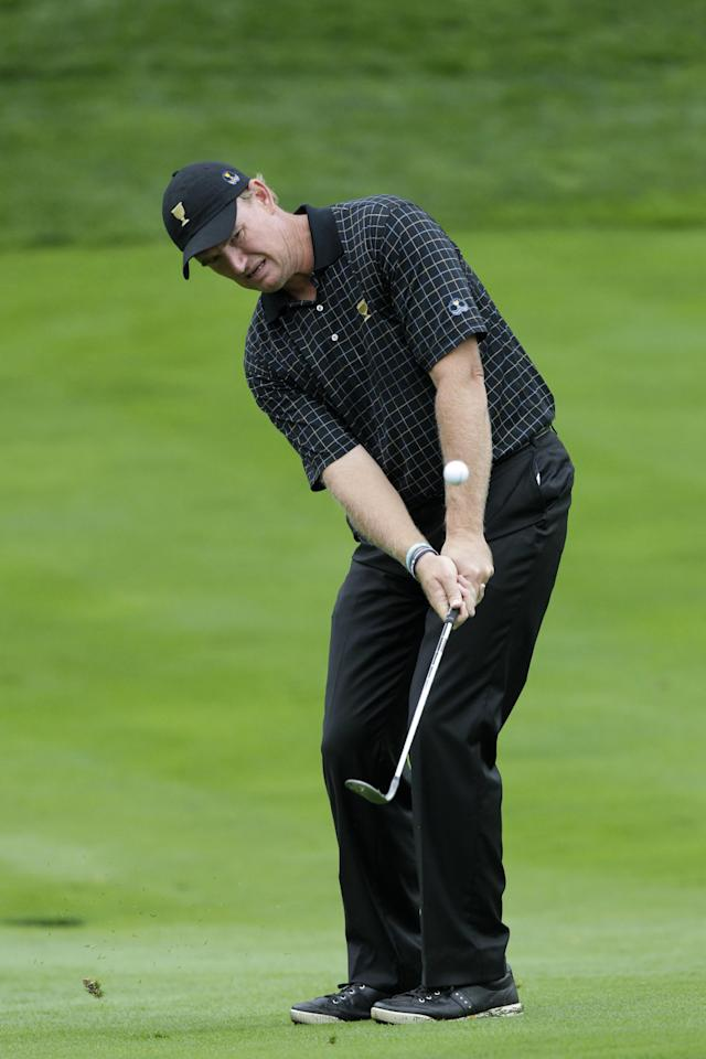 International team player Ernie Els, of South Africa, chips on to the fifth green during the single matches at the Presidents Cup golf tournament at Muirfield Village Golf Club Sunday, Oct. 6, 2013, in Dublin, Ohio. (AP Photo/Jay LaPrete)
