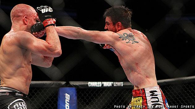 Georges St-Pierre fights Carlos Condit at UFC 154. (Courtesy Tracy Lee for Y! Sports)