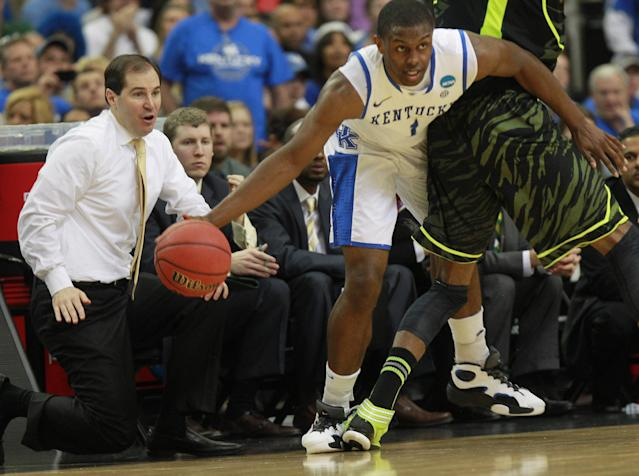 Baylor head coach Scott Drew, left, watches Kentucky's Darius Miller (1) work around Baylor's Perry Jones III (1) during the first half of an NCAA tournament South Regional finals college basketball game Sunday, March 25, 2012, in Atlanta. (AP Photo/John Bazemore)