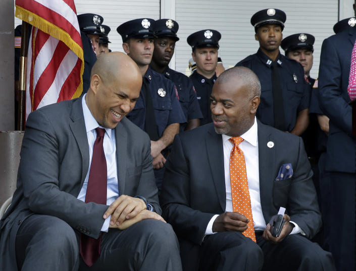 Newark Mayor Ras Baraka, right, and former Newark Mayor, Sen. Cory Booker. (Photo: Mel Evans/AP)