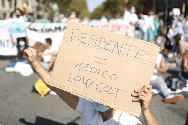 "Internal medical residents (MIR) demand ""decent working conditions"" after COVID-19 emergency in Barcelona"