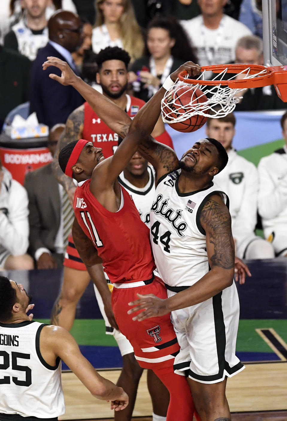 Tariq Owens #11 of the Texas Tech Red Raiders dunks the ball against Nick Ward #44 of the Michigan State Spartans in the first half during the 2019 NCAA Final Four semifinal at U.S. Bank Stadium on April 6, 2019 in Minneapolis, Minnesota. (Photo by Hannah Foslien/Getty Images)