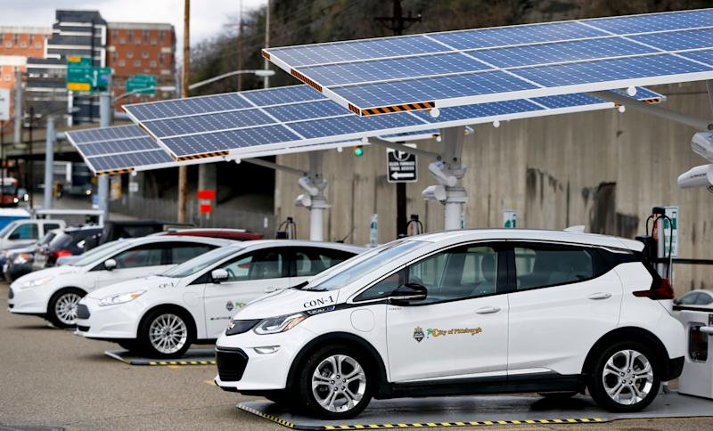 Some of the city of Pittsburgh's fleet of electrical vehicles parked under solar charging panels.  (Photo: ASSOCIATED PRESS)