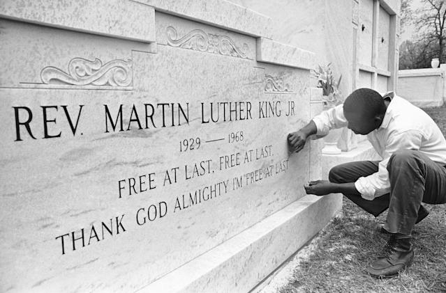 <p>Charles Arnold touches up the lettering on the crypt of Dr. Martin Luther King Jr. (Photo; Charles Kelly/AP) </p>