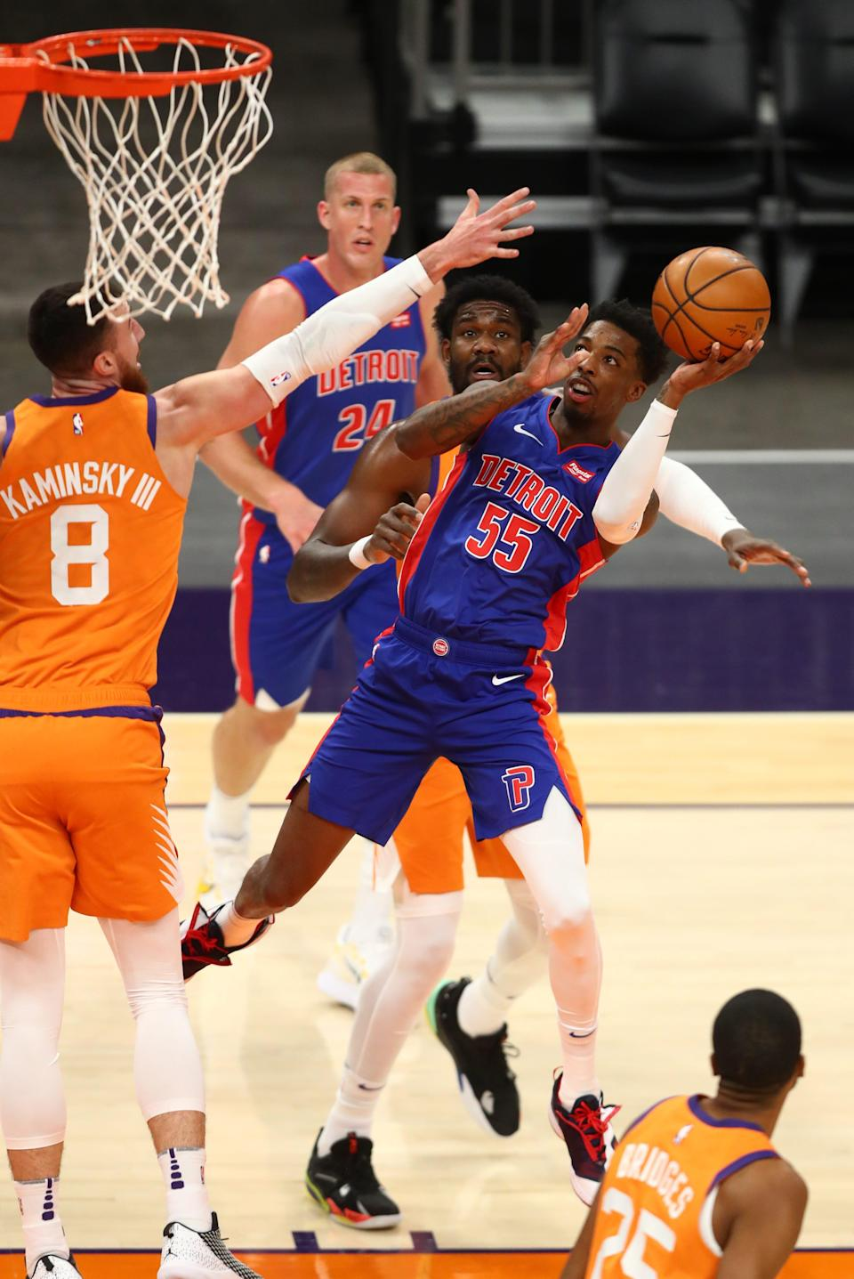Detroit Pistons guard Delon Wright drives to the basket against the Phoenix Suns in the first half at Phoenix Suns Arena, Feb. 5, 2021.