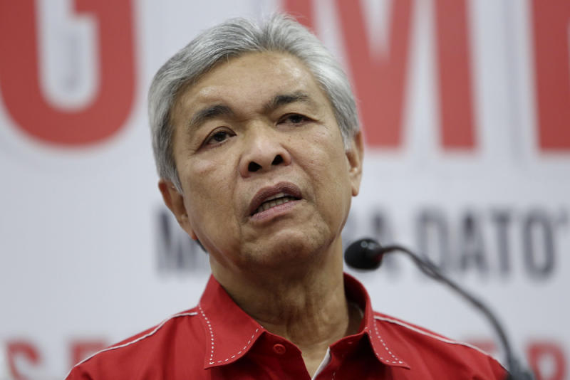 Umno president Datuk Seri Dr Ahmad Zahid Hamidi speaks during a press conference at the party headquarters in Kuala Lumpur November 9, 2018. — Picture by Yusof Mat Isa