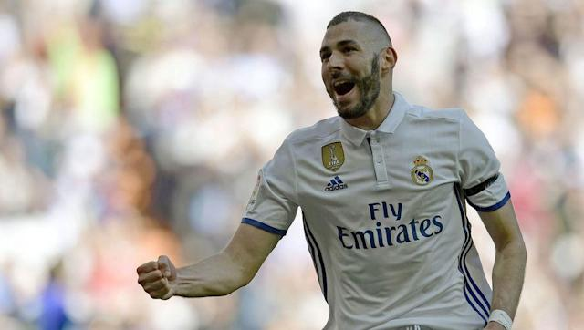 <p><strong>Total career travel: 503,275 km</strong></p> <br><p>With Benzema breaking into the Lyon first team at the age of 17, the French international striker has remained at the very top ever since. </p> <br><p>Benzema has now led the line for Real Madrid for 8 years and has been everywhere with <em>Los Blancos</em>, as well as travelling the globe with <em>Les Bleus</em> before his very public dismissal from the French national side. </p>