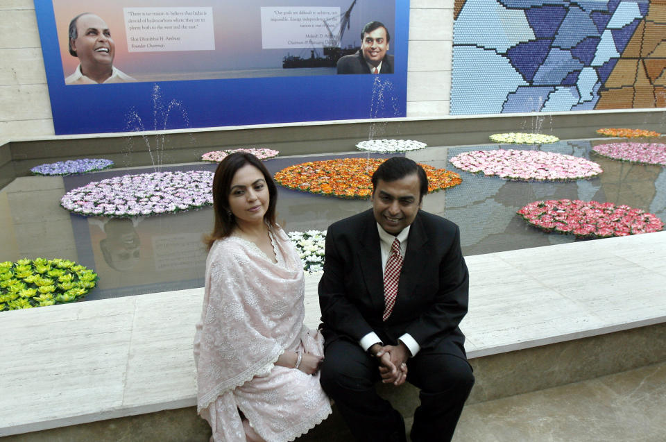 Mukesh Ambani (R), chairman of Reliance Industries, poses with wife Nita before a news conference in Mumbai September 21, 2008. Reliance Industries will start pumping natural gas from its deep-sea block early next year, putting India's most valuable firm on track to earn a quarter of its profit from oil and gas production, Ambani said. REUTERS/Punit Paranjpe (INDIA)