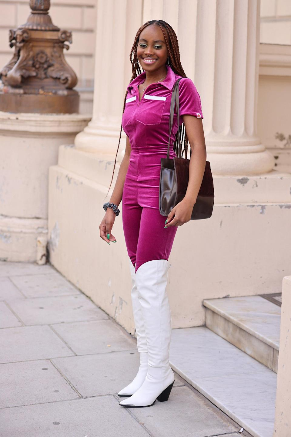 """We love this '60s in the '90s take on pink velour, with the added pop of a white <a href=""""https://www.refinery29.com/en-gb/knee-high-boot"""" rel=""""nofollow noopener"""" target=""""_blank"""" data-ylk=""""slk:thigh boot."""" class=""""link rapid-noclick-resp"""">thigh boot.</a> <a href=""""https://www.refinery29.com/en-gb/2021/07/10604330/dolly-parton-beauty-scent-from-heaven-fragrance"""" rel=""""nofollow noopener"""" target=""""_blank"""" data-ylk=""""slk:Dolly Parton"""" class=""""link rapid-noclick-resp"""">Dolly Parton</a> eat your heart out.<span class=""""copyright"""">Photo Courtesy of Neil Mockford/Getty Images.</span>"""