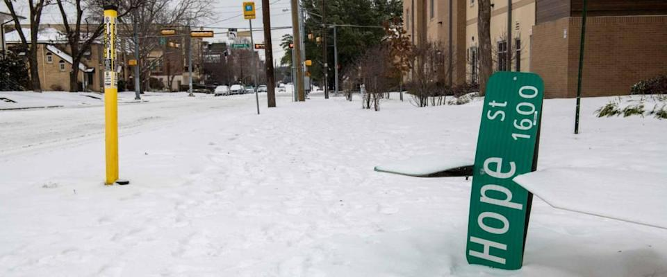 Hope Street sign fallen to the ground during the winter 2021 storm in Dallas Texas