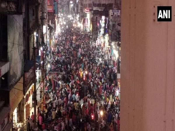 Visuals from the Sitabuldi market. (Photo/ANI)