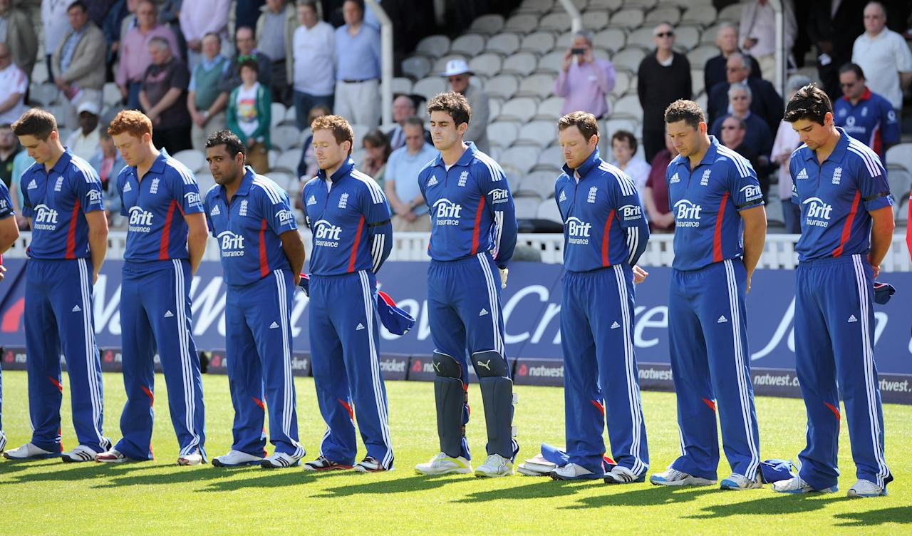 LONDON, ENGLAND - JUNE 19:  England and West Indies players observe a minutes silence in memory of Surrey cricketer Tom Maynard ahead of the 2nd Natwest One Day International match between England and West Indies at The Kia Oval on June 19, 2012 in London, England.  (Photo by Gareth Copley/Getty Images)