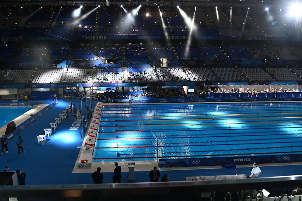 <p>The Olympic Pool is seen ahead of the final of the men's 100m butterfly swimming event during the Tokyo 2020 Olympic Games at the Tokyo Aquatics Centre in Tokyo on July 31, 2021. (Photo by Attila KISBENEDEK / AFP)</p>